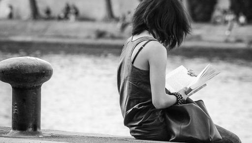 Topfoto læsning ved kajkant